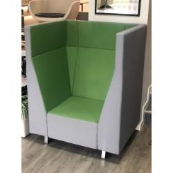 Fotel Voo Voo 9XX z pasywnymi akustycznie ściankami działowymi
